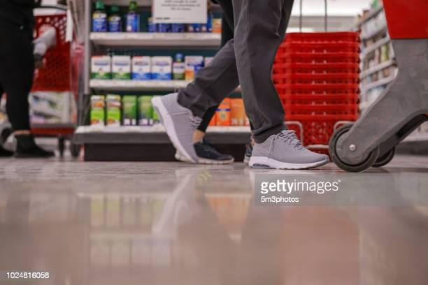 people shopping at retail store in america - kapitalismus stock-fotos und bilder