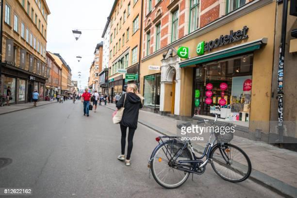 Menschen beim Einkaufen in Stockholm, Schweden