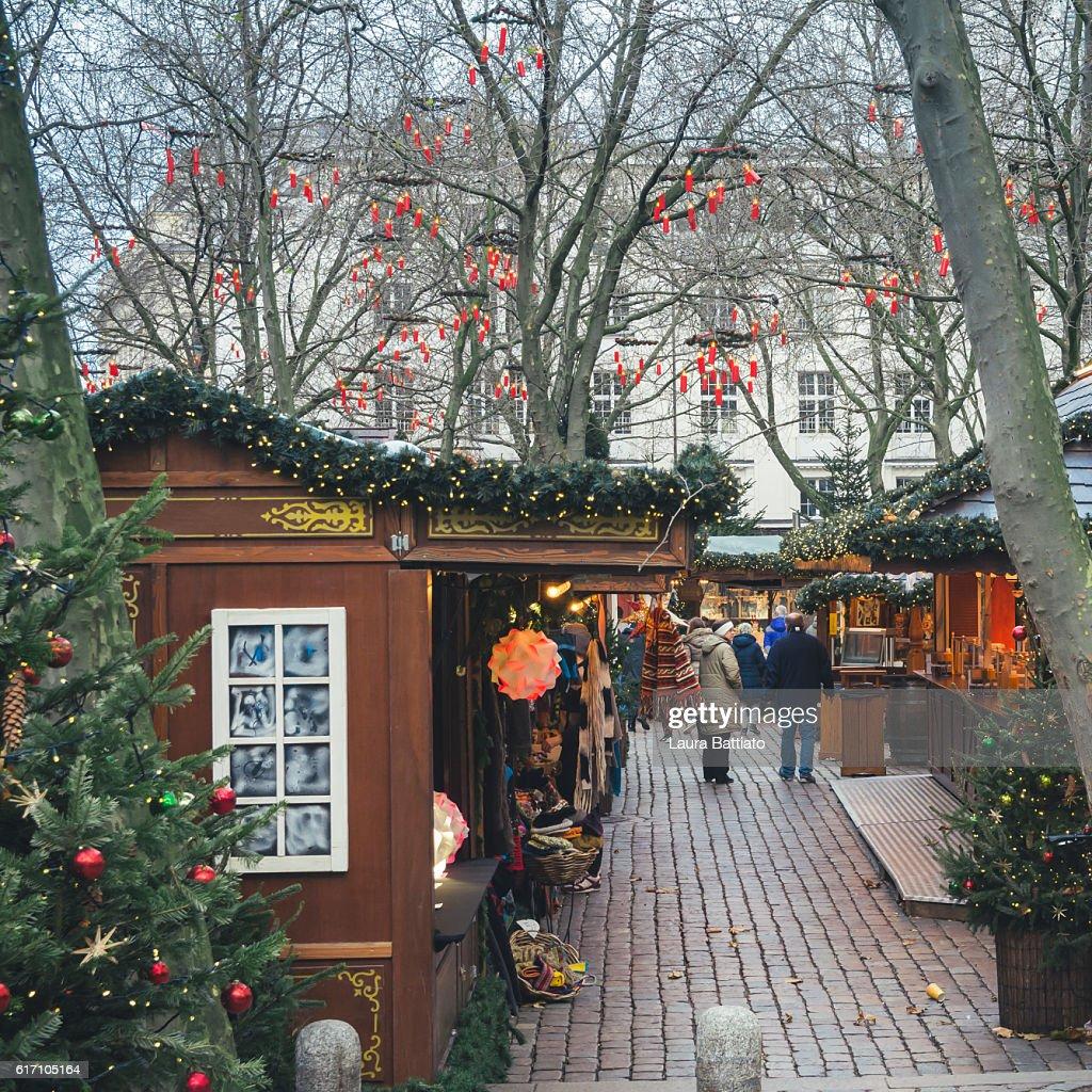 People shopping in the Christmas market, Hamburg, Germany : Stock Photo