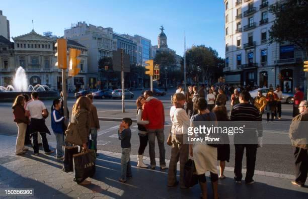People shopping, Passeig de Gracia.