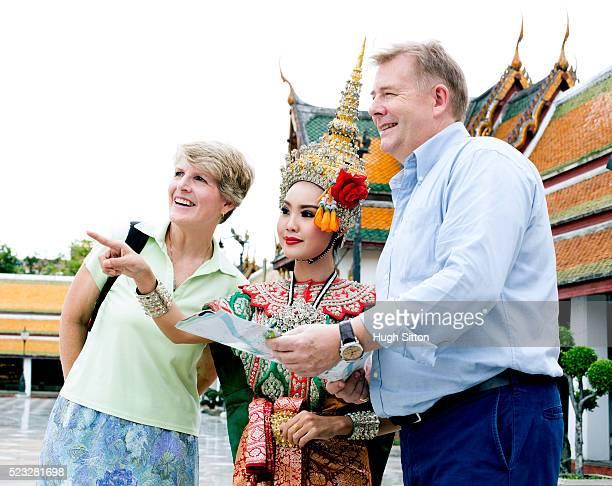 people sightseeing bangkok, thailand - hugh sitton fotografías e imágenes de stock