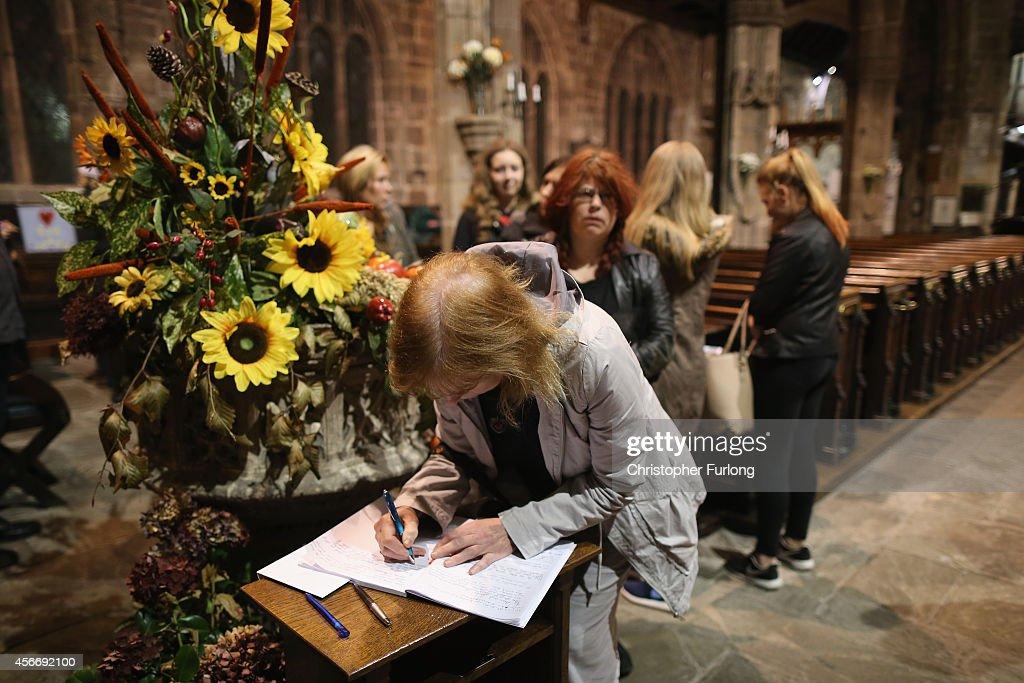 Prayer Service Held For Murdered British Hostage Alan Henning : Nieuwsfoto's