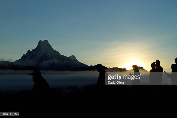 people silhouettes by high mountain at sunrise - david oliete fotografías e imágenes de stock