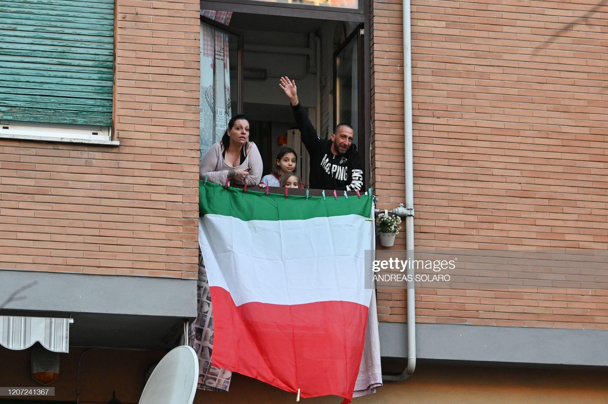 ITALY-HEALTH-VIRUS-FLASH MOB : ニュース写真