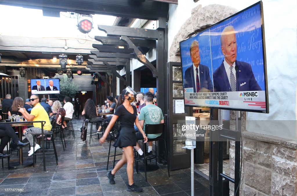 Americans Across The Nation Watch First Presidential Debate : News Photo