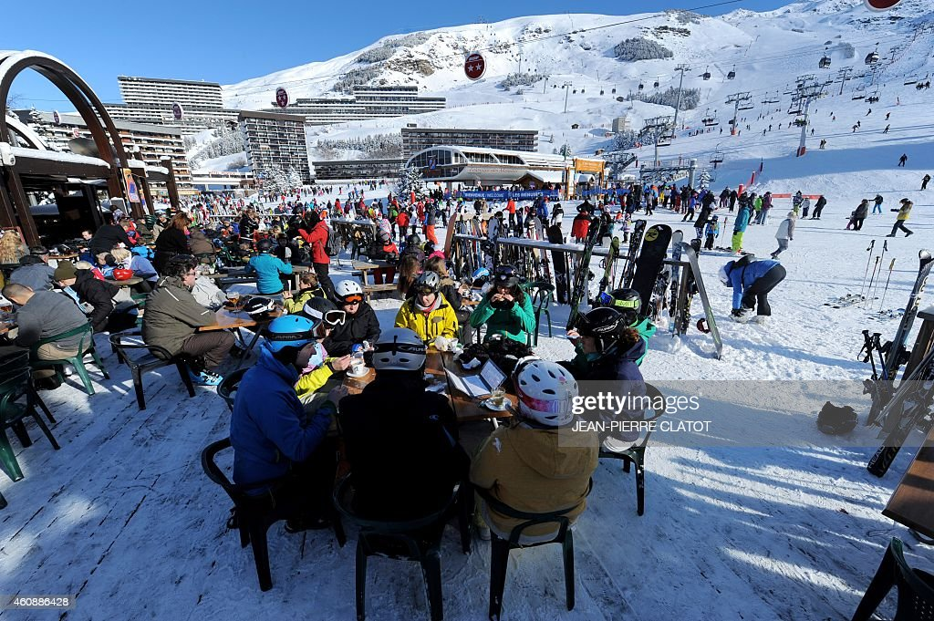 FRANCE-SKI-HOLIDAYS-SNOW-FEATURE : News Photo