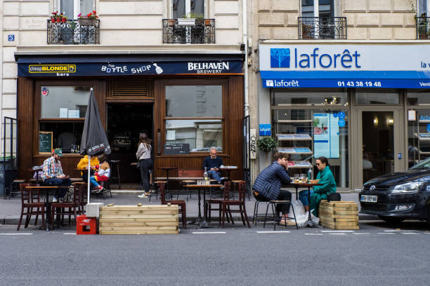 FRA: Parisian Cafes & Restaurants Allowed To Occupy Open-Air Public Space