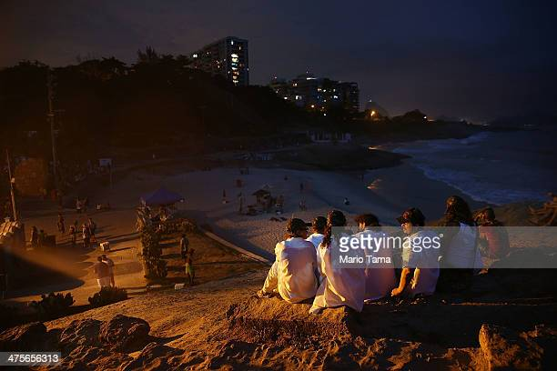People sit on Arpoador at the beginning of the Vem Ni Mim Que Sou Facinha street carnival bloco on February 28 2014 in Rio de Janeiro Brazil Carnival...