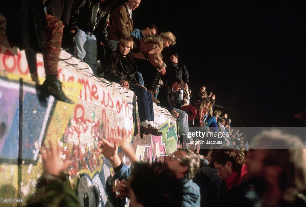 The Fall of the Berlin Wall : ニュース写真