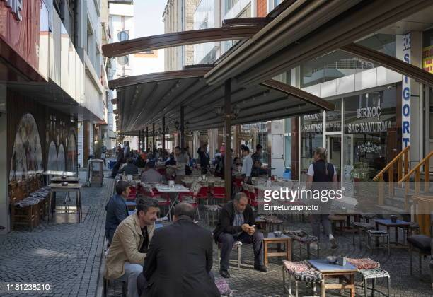 """people sitting at """"breakfast street"""", van city center. - emreturanphoto stock pictures, royalty-free photos & images"""