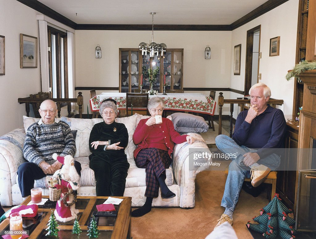 People Sitting In Living Room Stock Foto Getty Images