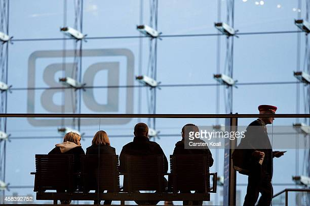 People sitting on a bench at the Berliner Hauptbahnhof on November 4 2014 in Berlin Germany Germany is facing a possible fourday nationwide railway...