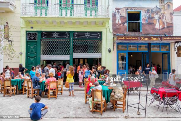 people sitting out and having lunch in havana, cuba - old havana stock pictures, royalty-free photos & images