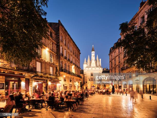 people sitting outside cafes and restaurants in bordeaux - フランス ストックフォトと画像
