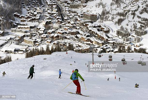 People ski down a slope in the French ski resort of Val d'Isère in the Central French Alps on January 6 after snowfall / AFP / PHILIPPE DESMAZES