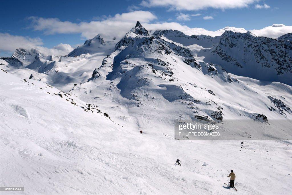 FRANCE-SKI-LEISURE-AVALANCHE : News Photo