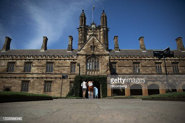 People Stand At The Quadrangle Of The University Of Sydney In Sydney News Photo Getty Images