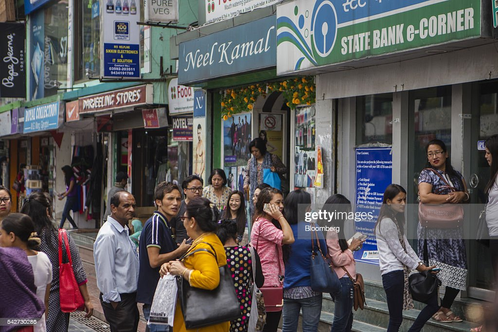People stand in line outside a bank on Mahatma Gandhi Road in Gangtok, India, on Tuesday, May 3, 2016. Year-on-year growth in Asia's third-largest economy accelerated in the first three months of 2016 to 7.9 percent. Photographer: Prashanth Vishwanathan/Bloomberg via Getty Images