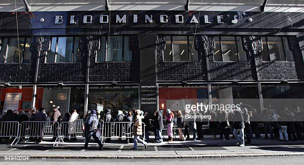 People stand in line to claim free cosmetics outside Bloomingdale's in New York US on Wednesday Jan 21 2009 Bloomingdale's is among 14 retailers...