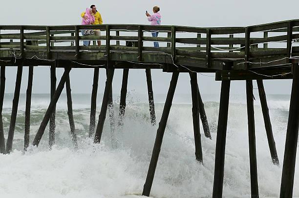 Photos et images de Hurricane Earl Brushes Past North