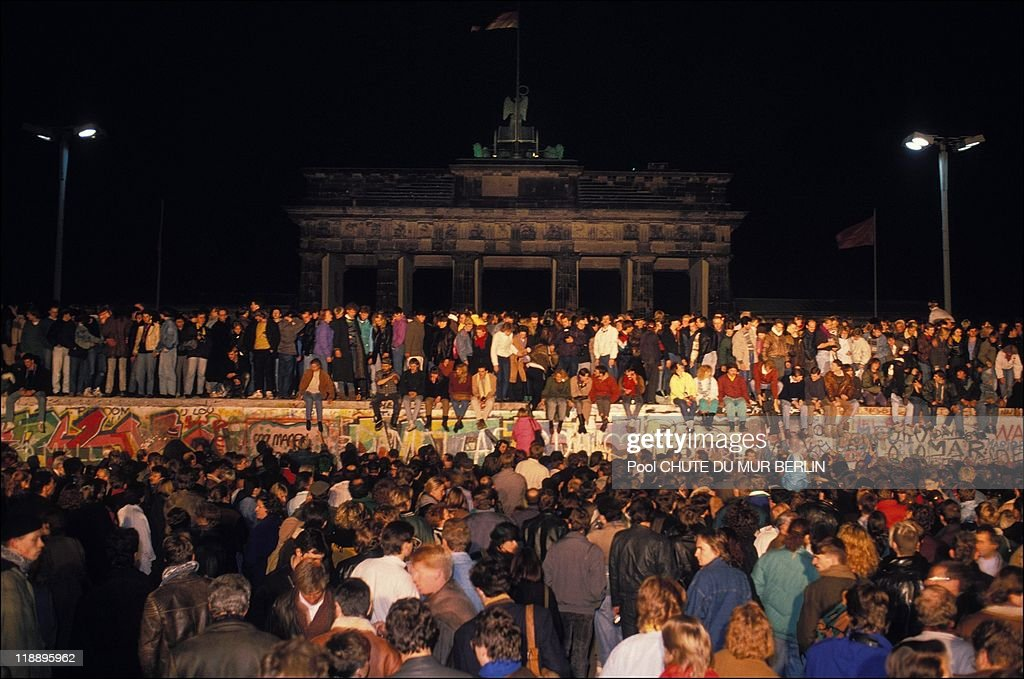 The Fall Of Berlin Wall In 1989 : ニュース写真