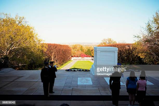 people standing at the tomb of unknown soldier, arlington national cemetery, arlington, virginia, usa - tomb of the unknown soldier arlington stock pictures, royalty-free photos & images