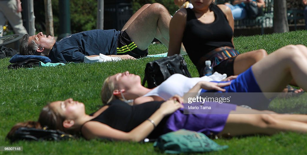 Near Record Temperatures Expected In New York City : News Photo