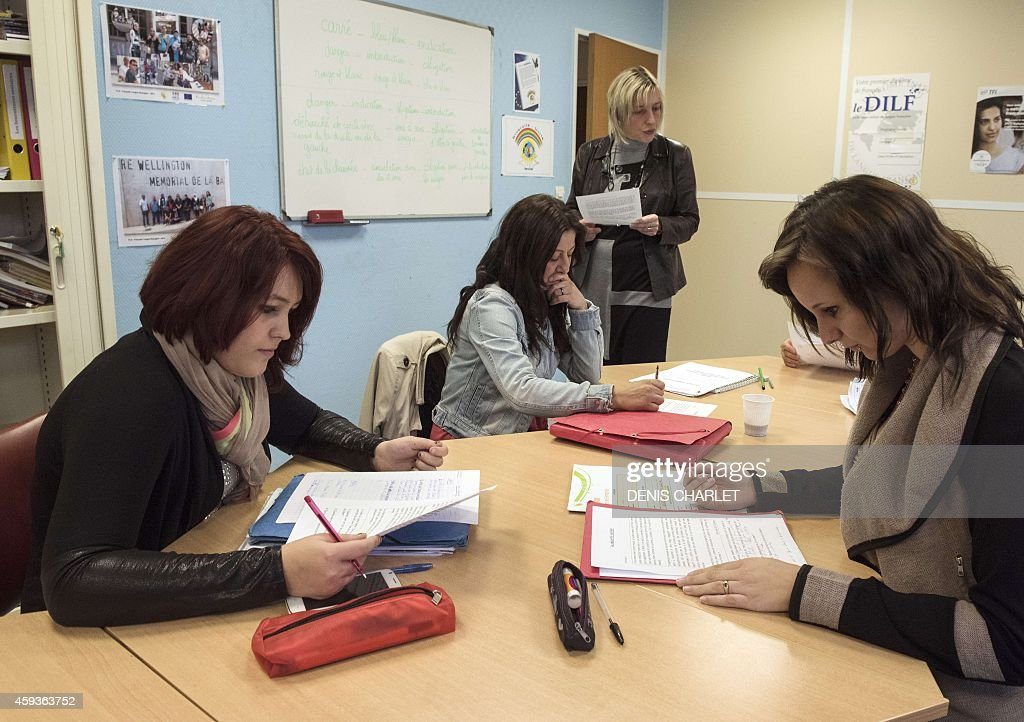 FRANCE-SOCIETY-EDUCATION-TRAINING-EMPLOYMENT-LITERACY : News Photo