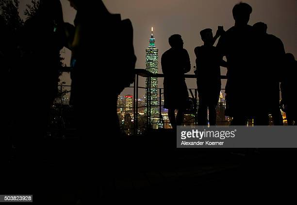 People take a photo among the Elephant trail during sunset of the Taipei 101 on January 7 2016 in Taipei Taiwan The Taipei 101 is the fifth highest...