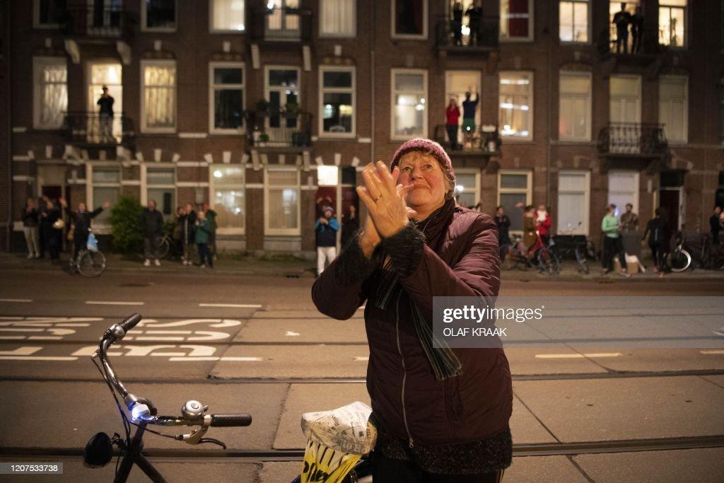 TOPSHOT-NETHERLANDS-VIRUS-HEALTH : News Photo