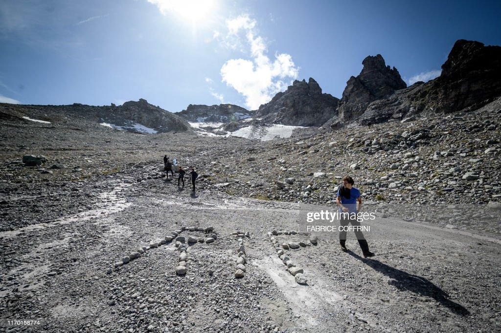 SWITZERLAND-ENVIRONMENT-CLIMATE-NATURE-GLACIER : News Photo