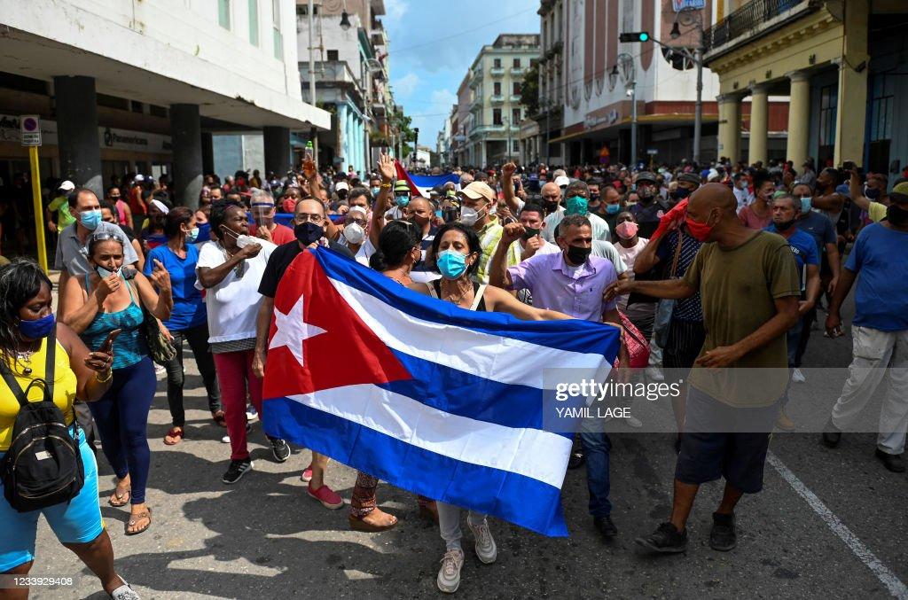 TOPSHOT-CUBA-POLITICS-DEMONSTRATION-DIAZ-CANEL : ニュース写真