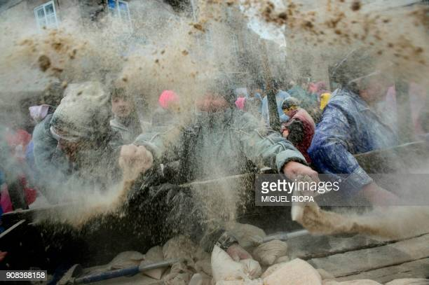 TOPSHOT People take part in the 'Domingo Fareleiro' festival in the village of Xinzo de Limia northwestern Spain on January 21 2018 / AFP PHOTO /...