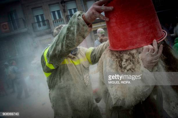 People take part in the 'Domingo Fareleiro' festival in the village of Xinzo de Limia northwestern Spain on January 21 2018 / AFP PHOTO / MIGUEL RIOPA