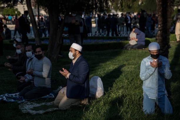 TUR: Muslims Celebrate Eid Al-Fitr In Istanbul
