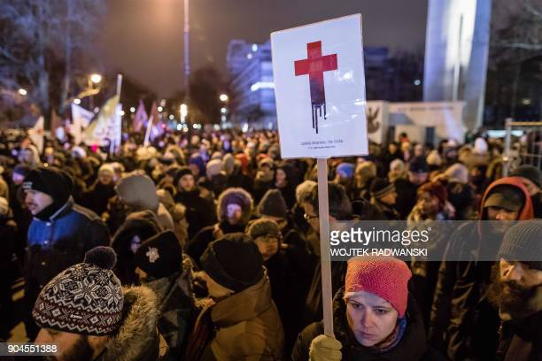 TOPSHOT People take part in the proabortion demonstration in front of Polish Pariament on January 13 2018 / AFP PHOTO / Wojtek RADWANSKI