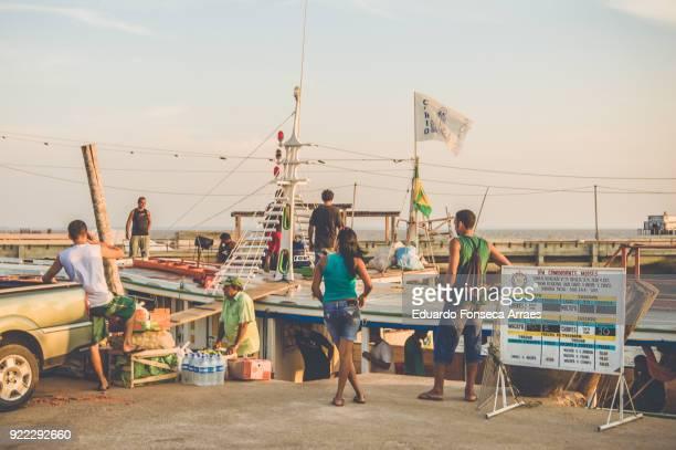 people talking at the harbor - amapá state ストックフォトと画像