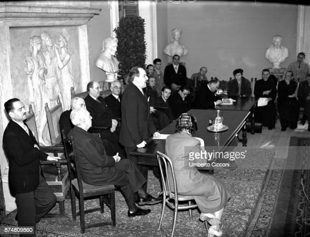 People talking at the International Congress of Catholic Press 1950