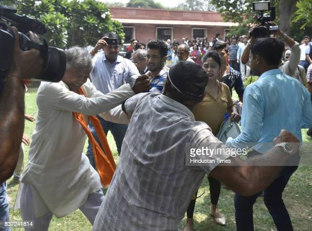 People thrash a man who was commenting and pointing out negative things about the judges on the current status order on triple talaq as the Supreme...