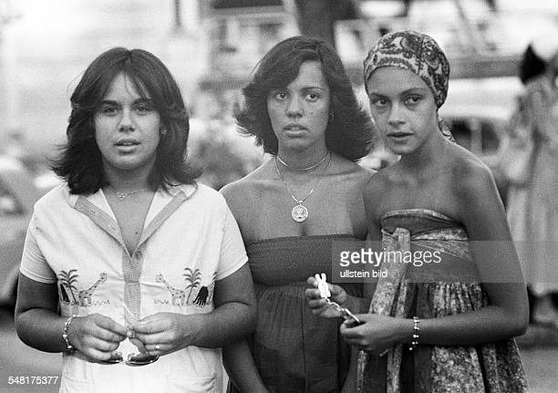 people three young girls Brazilians dress headscarf Brazil Minas Gerais Belo Horizonte aged 20 to 25 years