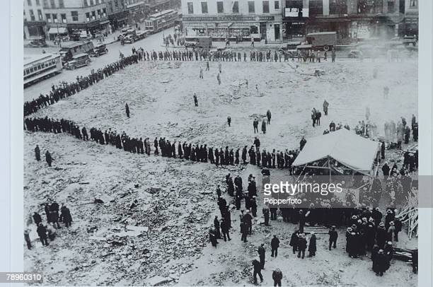 1930 New York USA A huge queue of unemployed wait in pouring rain at a soup kitchen in Grand and Christie Streets New York at the time of the great...