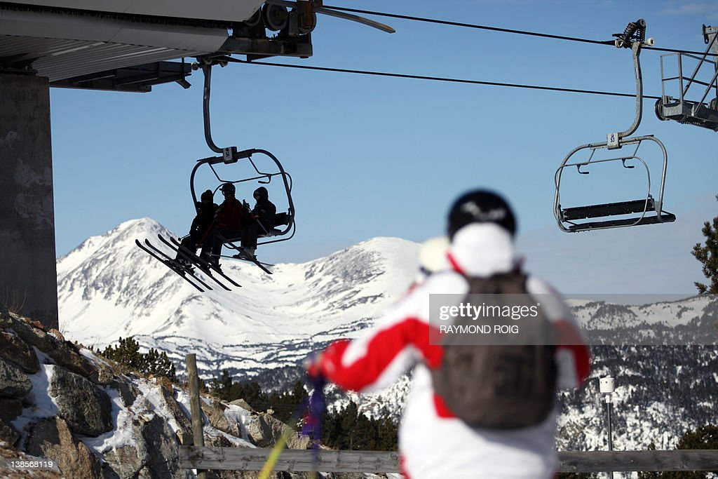 People use a chair lift in the winter sk : News Photo
