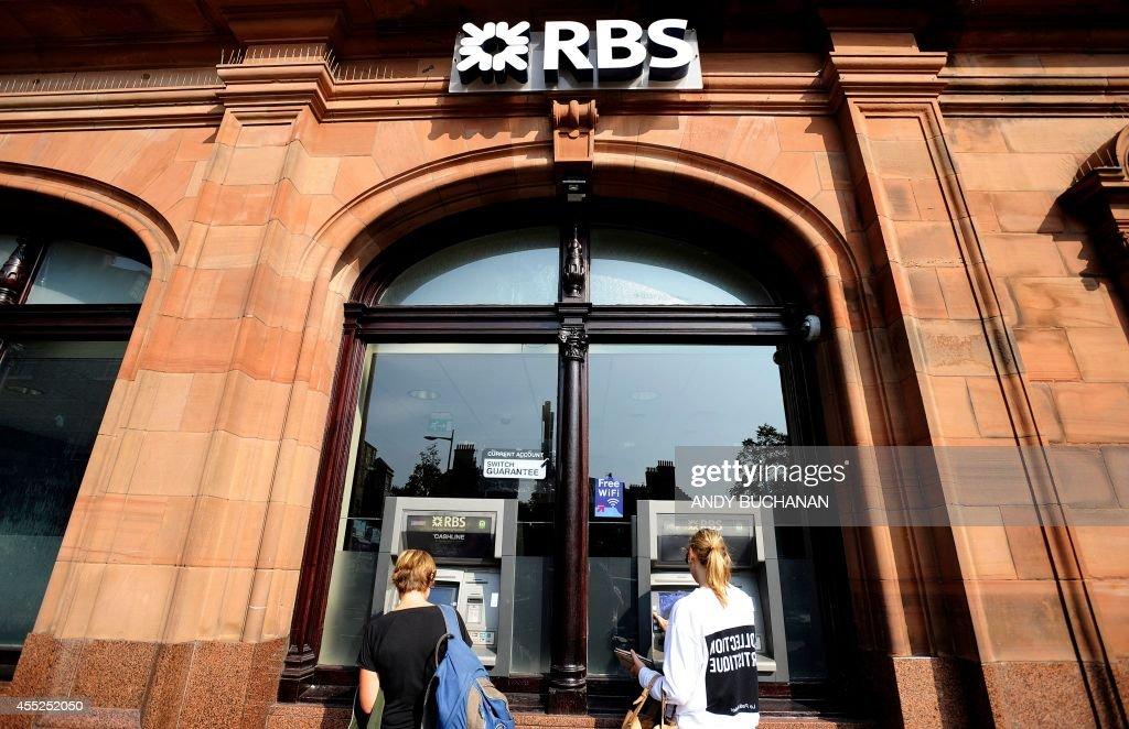 SCOTLAND-REFERENDUM-FINANCIAL : News Photo