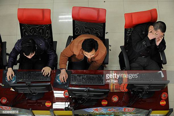 People use the computers at an Internet cafe in Taiyuan, Shanxi province March 31, 2010. VCP