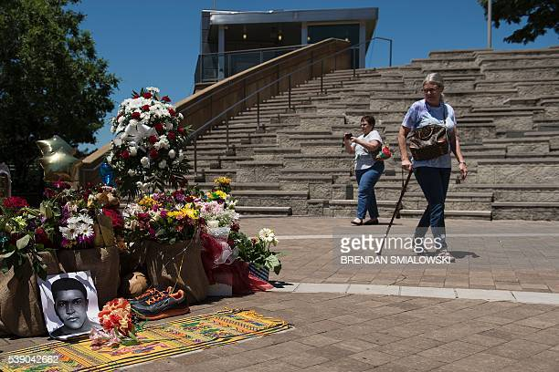 People visit a makeshift memorial to boxing legend Muhammad Ali outside the Muhammad Ali Center June 9 2016 in Louisville Kentucky Two days of...