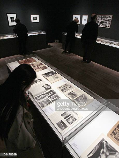People visit a retrospective dedicated to HungarianBorn US photographer Andre Kertesz on September 27 2010 at the 'Jeu de Paume' in Paris on the eve...