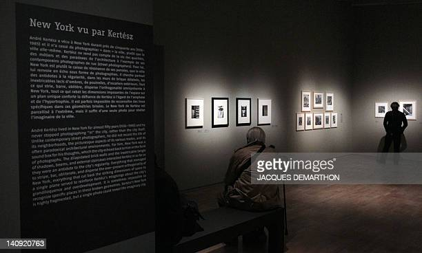 People visit a retrospective dedicated to HungarianBorn US photographer Andre Kertesz on September 27 2010 at the Jeu de Paume in Paris on the eve of...