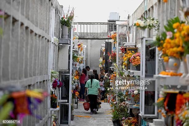 People visit Los Rosales cemetery during the Day of the Dead in Chimalhuacan community State of Mexico Mexico on November 2 2016 / AFP / ALFREDO...
