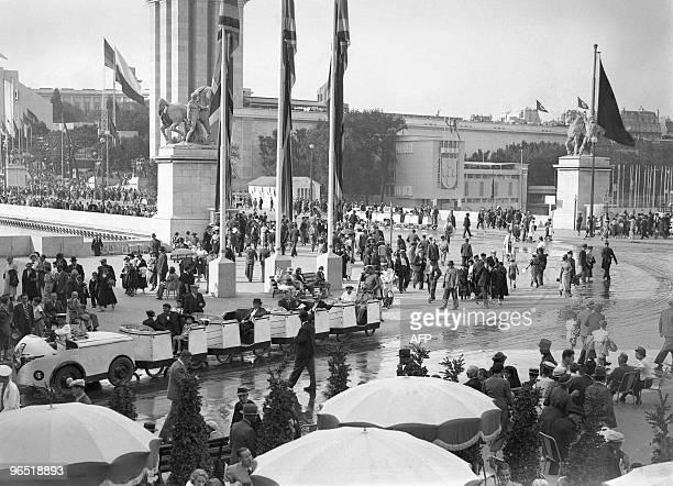 People visit the 1937 World fair or Exposition Internationale des Arts et Techniques dans la Vie Moderne 05 June 1937 in Paris AFP PHOTO
