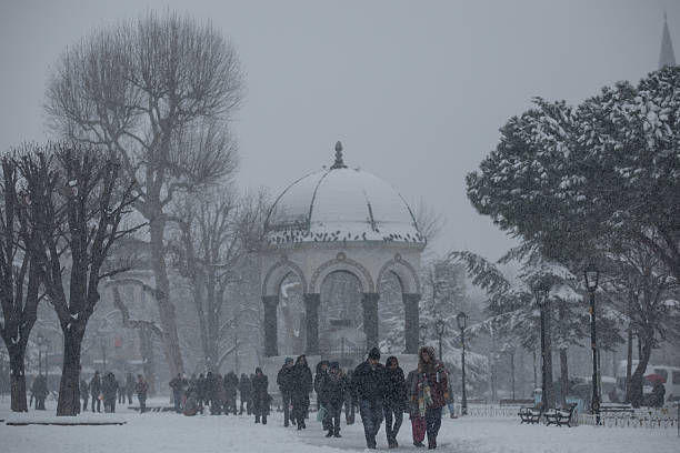 Fotos E Im 225 Genes De Istanbul Covered In Snow After Hit